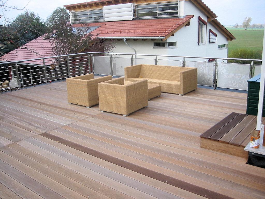 wir bauen balkone aus holz terrassen aus holz und berdachungen vord cher aus holz. Black Bedroom Furniture Sets. Home Design Ideas